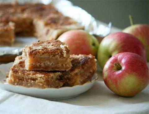 Простой насыпной пирог с яблоками