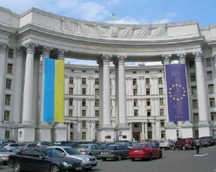 Москва осадила истерящий из-…