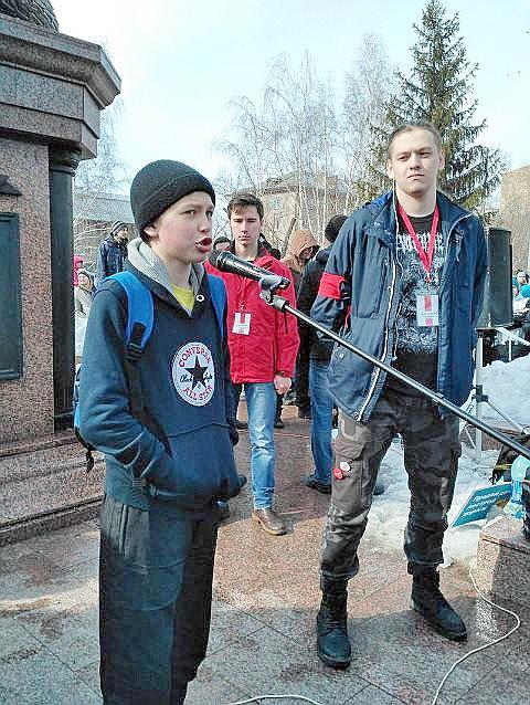 Политолог: Навальный должен …