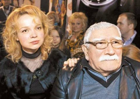 82-летний Джигарханян развод…