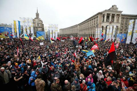Тысячи украинцев вышли на Майдан, требуя отставки Порошенко