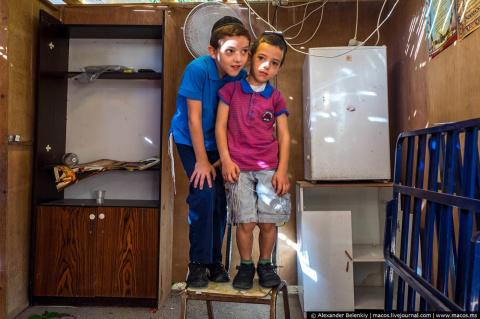 Зачем евреи уходят из дома и…