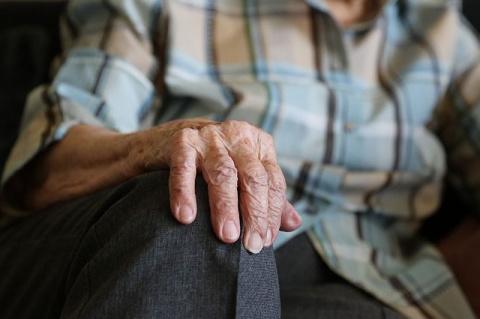 От каш до минералки. Врач о том, какой рацион нужен пожилым в межсезонье