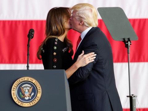 «Президентский поцелуй» Трам…