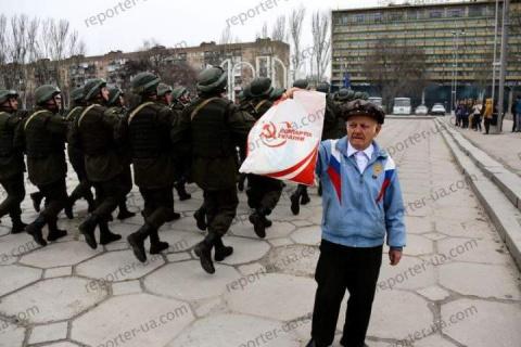 «Герой и самый смелый житель города»: Ветеран на Украине унизил строй нацгвардии
