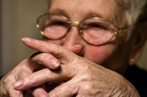 Бабушка пристыдила снайпершу…