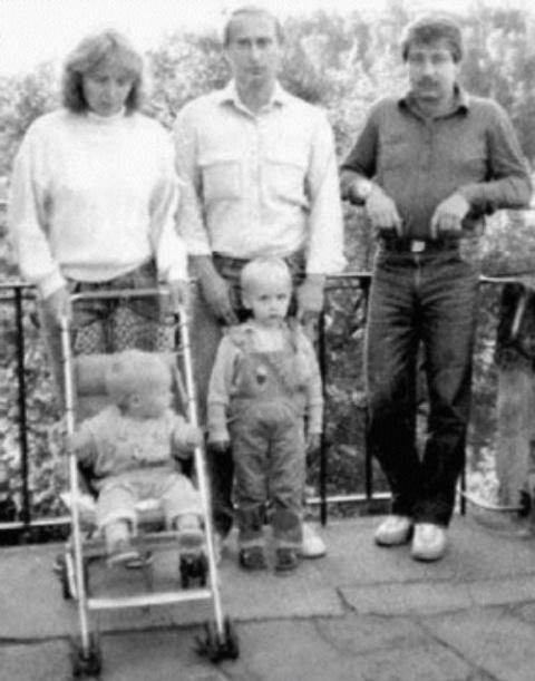 Дрезден.Владимир Путин на прогулке со своей семьёй.