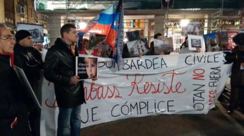 Митинг в Испании: Жители Мадрида требует от Украины прекратить обстреливать Донбасс