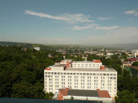 Вид на город с 11 этажа санатория Димитрова.