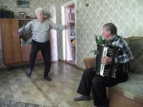 """Русский дед танцует """"Яблочко"""" в 75 лет"""