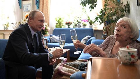 Путин и Алексеева выпили и п…