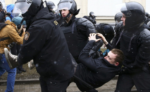Кремль обвинил в подкупе дет…