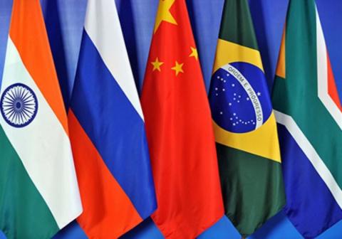 Страны БРИКС готовы создать новую валютную систему, мировому господству доллара США приходит конец