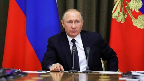 Песков прокомментировал сообщения СМИ о визите Путина в Париж