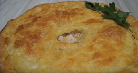 Сочный пирог с курицей из слоеного теста. Потрясающе вкусно!