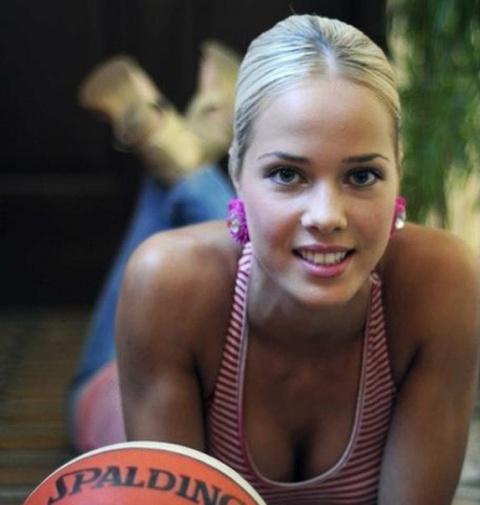 Красивые баскетболистоки (18 фото)