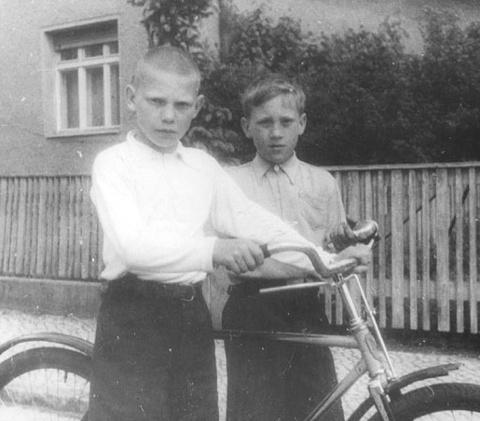 Детство В.Высоцкого в ГСВГ. (14)