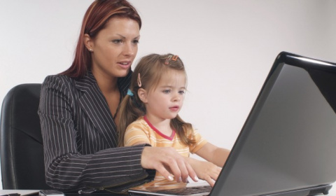 Стоит ли заставлять женщину выбирать между работой и ребенком?