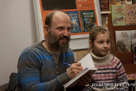 Автор российского «Гарри Поттера»: «Не дарите детям смартфоны, вы забираете у них год развития»