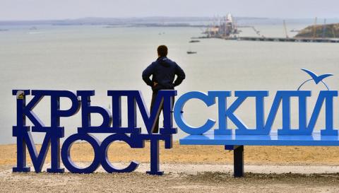 «Никак не угомонятся»: Украина привлечет страны к расследованию строительства моста в Крым