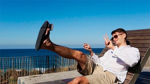 Ноги стали новой палкой для селфи
