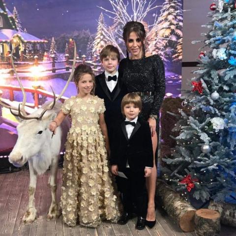 Юлия Барановская отдыхает с детьми вместе с известным певцом