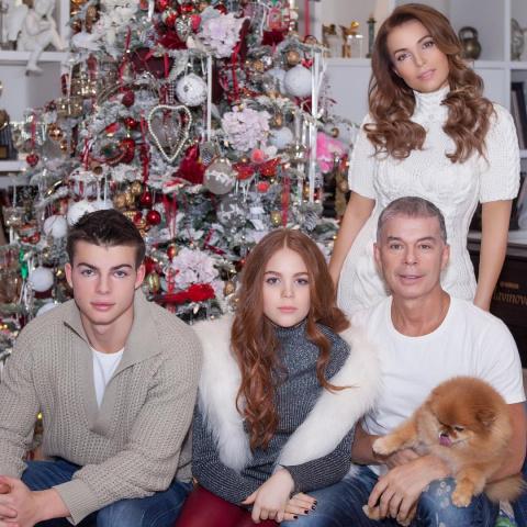 Совсем как девочка: 48-летняя супруга Олега Газманова выглядит ровесницей собственных детей