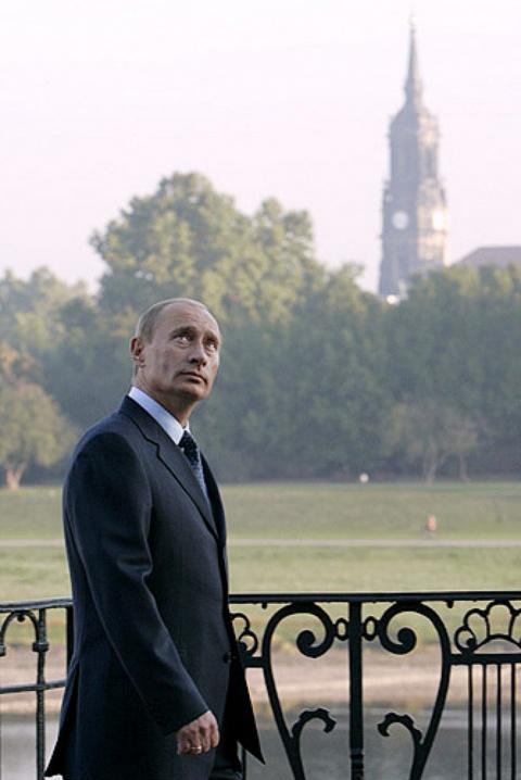 Президент Путин В.В. на прогулке по Дрездену.