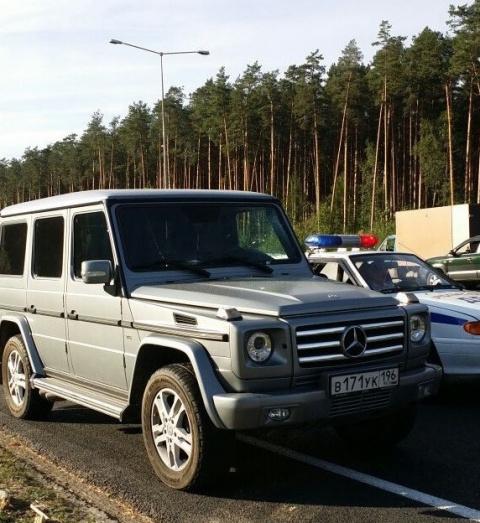"""""""Обочечник"""" на Mercedes Gelandewagen насмерть сбил человека"""