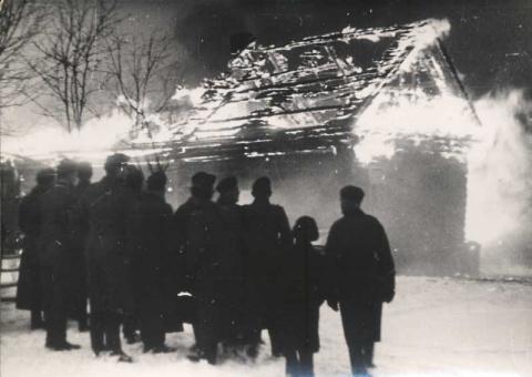 Фотосведетельства расправ нацистов оккупантов над партизанами и сочувствующими им.