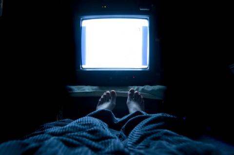 5 причин не спать с включенным телевизором или какой сон самый полезный