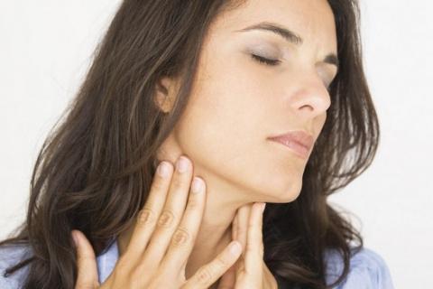 Першение в горле: лечение на…