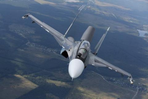 Появилась видео съёмка фантастического манёвра Су-30СМ ВКС РФ, «заглядывающего» в грузовой отсек Ил-76, которая поразила Мир