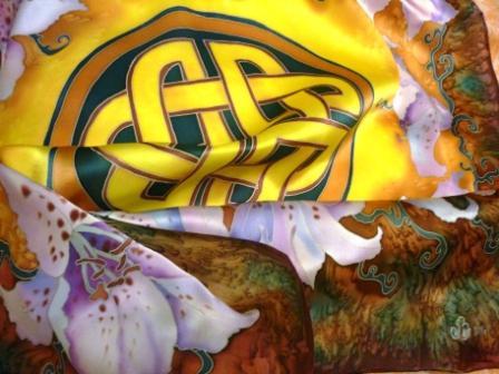 ЗОЛОТОЙ ТАЛИСМАН УДАЧИ.(платок)90/90см.Атлас , холодный батик.МК от Виктории Игнатовой.