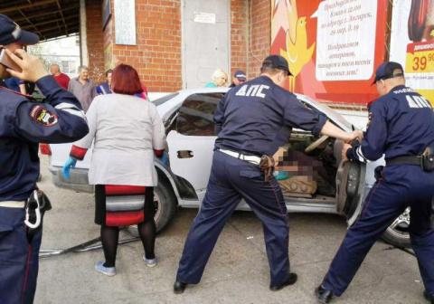 Пьяные работники автосервиса уехали на машине клиента и попали в смертельное ДТП