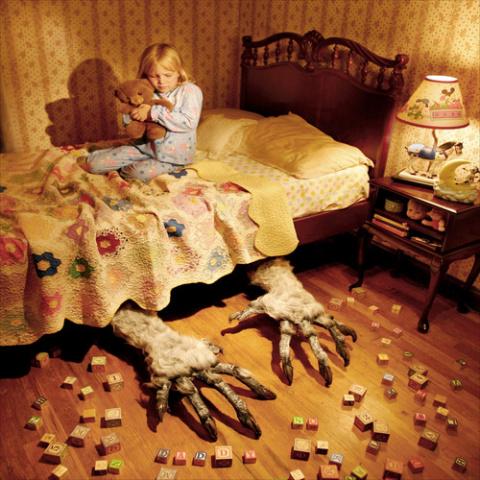 Художник изобразил самые жуткие детские кошмары в серии фотографий