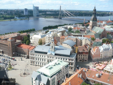 В Латвии «варварски» мстят русским