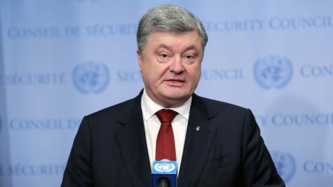 Порошенко и глава МИД Канады обсудили ввод миротворцев в Донбасс