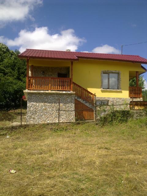 дом  в село кошов,болгария, 84кв.м и гараж,земля 520кв.м,цена 30000евро 00359878600910
