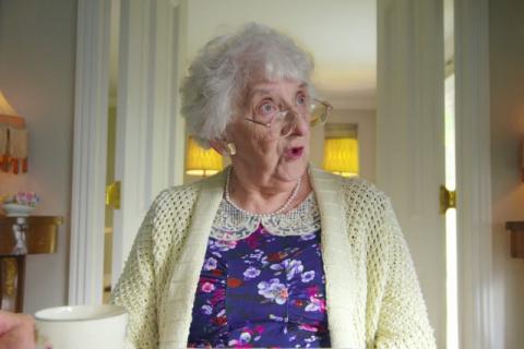 Минутка юмора: бабушка преподнесла внучке замечательный урок...