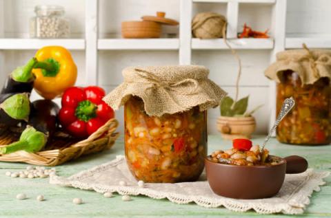 Универсальная заготовка из фасоли с овощами на зиму