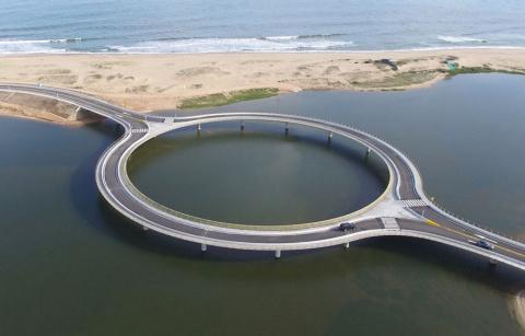 Почему этот мост круглый? Пр…
