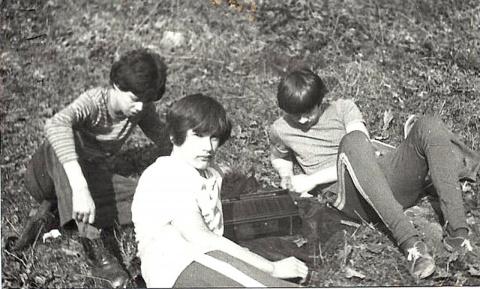 Миша Хохлачёв,Серёга Заяц и я.(разрабатываем план дальнейших действий)