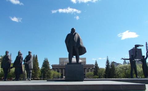 Новосибирский памятник Ленину стал татуировкой