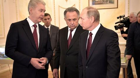 Cобянин поздравил Путина с д…