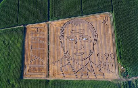 Огромный портрет Путина появ…