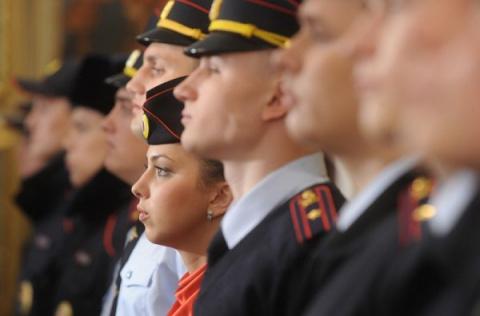 Почему полицейского легко отличить от военнослужащего?