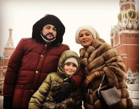 Анна Нетребко с семьей счаст…