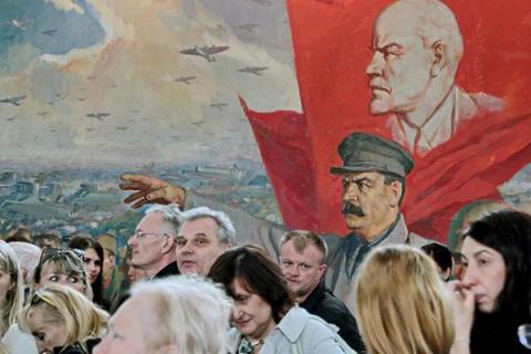 Почему Сталин осторожничал в…