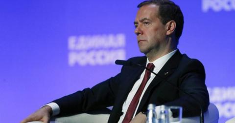 Шутки кончились: Медведев вз…